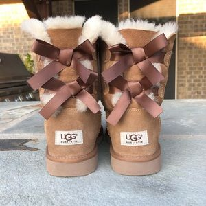 brown,bow tie Uggs,size 5